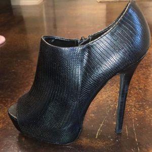 Steve Madden Black peep toe heels/ankle booties